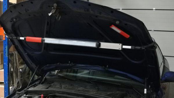 Lampe LED télescopique pour capot 2en1